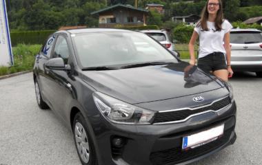 Fahrzeugübergabe Laura Hettegger KIA Rio