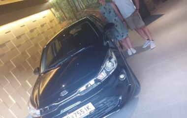 Malisa Sch. ist stolz auf ihr erstes Auto, den Rio!